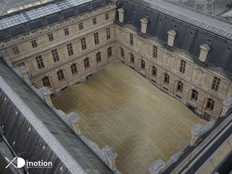 Le Louvre giant crane