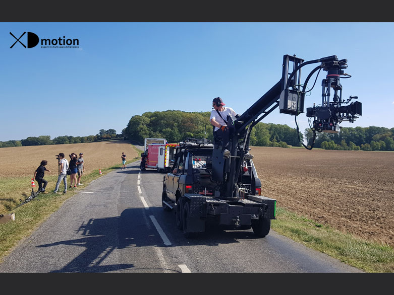 Securite routiere shot Range Rover tracking vehicle with crane